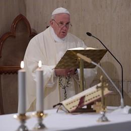 Il Papa: «Preghiamo per l'Europa I corrotti non sanno cos'è la luce»