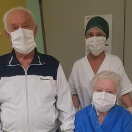 Lui 85 anni, lei 80: malati e ritrovati «Lacrime di gioia», ora sono a casa