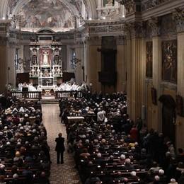 Messe e funerali, l'appello della Cei: «Riapriamo le chiese ai fedeli»