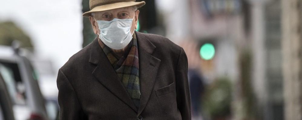 «All'aperto per il distanziamento La mascherina non dia false sicurezze»
