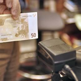 Davano il resto con banconote false Denunciati due dipendenti di Trenord