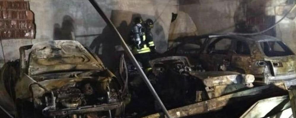 Foresto Sparso, fiamme nella notte Brucia garage, distrutte tre auto