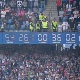Le città del calcio: qui Amburgo, dove il tempo si è fermato e il St. Pauli prova il sorpasso (molto a sinistra) sull'Hsv