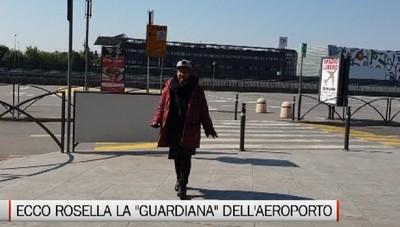 Rosella la guardiana dell'aeroporto: Vorrei una casa, ma dormirei per terra