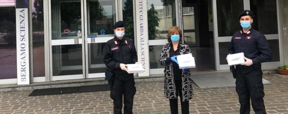 Pc e tablet per seguire le lezioni online I Carabinieri li consegnano al «Natta»
