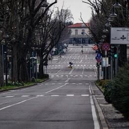 «Bergamo sarà l'ultima a ripartire  L'incendio può divampare ancora»