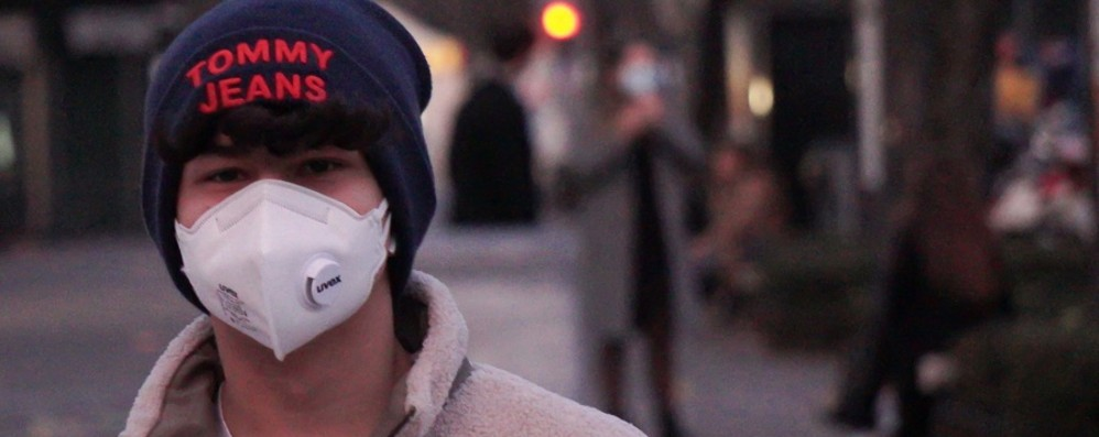 Lombardia conferma stop fino al 13 aprile Fontana: si esce solo con la mascherina