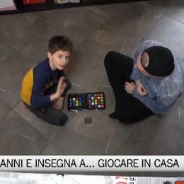 Luca11, a otto anni insegna a giocare in casa