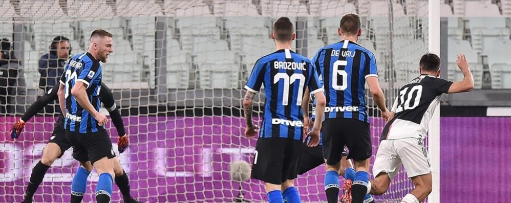 All'asta la maglia indossata contro  l'Inter Dybala: «Per l'ospedale Papa Giovanni»