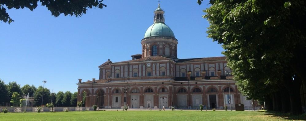 Il Vescovo di Cremona  recita il Rosario La diretta dal Santuario di Caravaggio
