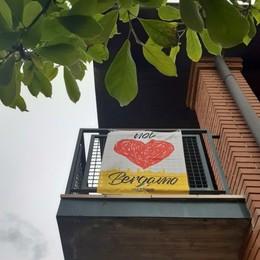 """""""Io amo Bergamo"""": l'ondata rossa e gialla delle bandiere per la ripartenza"""