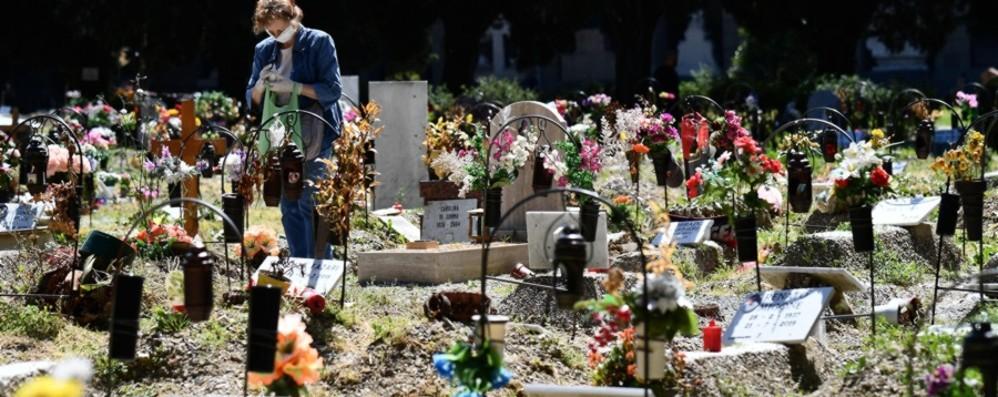 Istat, a marzo morti in aumento del 49.4% Bergamo, incremento record: +568%