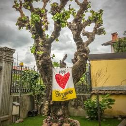 Rosso cuore, una bandiera su tutti i balconi