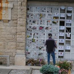 Villa di Serio, in fila tra lacrime e silenzi  Riaperto il cimitero dove tutto iniziò