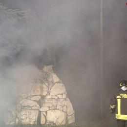 Rogo nella zona della ex Mangimi Moretti Alte le fiamme, arrivano i vigili del fuoco