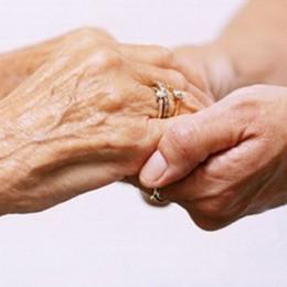 Romano, madre e figlio blindati in casa «Ha 92 anni, l'affetto è una cura»