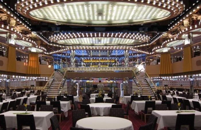 La sala da pranzo nella nave da crociera Costa Diadema realizzata da Tino Sana