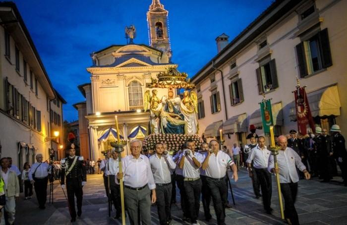 la processione di borgo santa caterina festa dell'apparizione