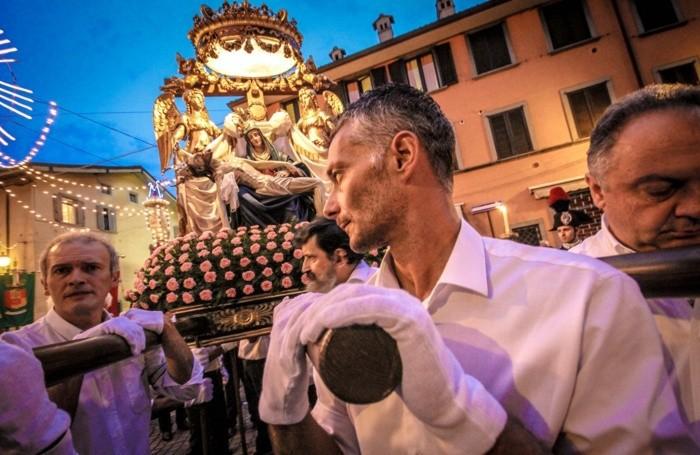 la processione di borgo santa caterina