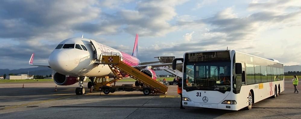 Anche Orio riparte dopo il lockdown- Foto In un'atmosfera irreale, il primo volo da Sofia
