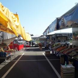 Mercato, massimo 34 clienti alla volta Riaprono i grandi centri commerciali - Foto