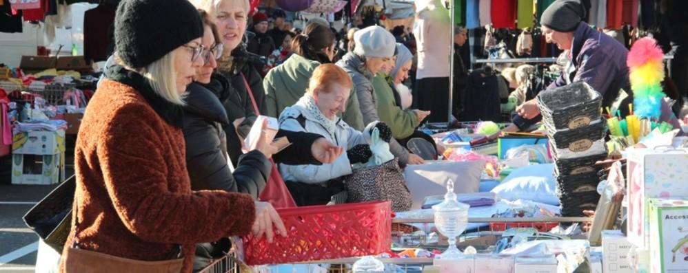 Bergamo, mercati tornano a pieno regime «Covid manager» e ingressi contingentati
