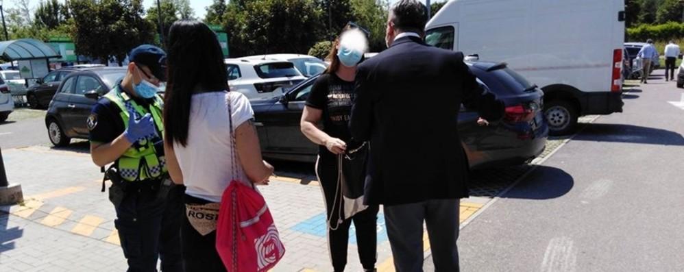 Guanti anti-covid per raccogliere fondi Ma è una truffa: tre denunciate a Seriate