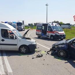 Scontro frontale tra auto e furgone Due feriti a Calcinate- Foto