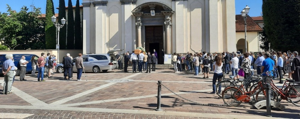 Il funerale dalla mamma uccisa dal figlio Il parroco Tasca: «Non diventiamo giudici»