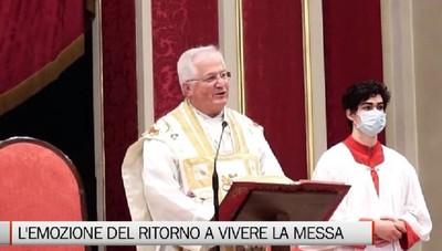 Il ritorno in chiesa per la Messa, emozione e rispetto delle regole