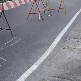 Via Gleno resta chiusa al traffico Verifica sulla situazione sotto la strada