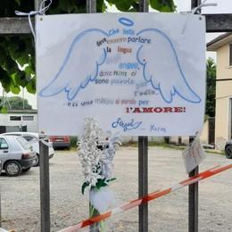 Bimbo morto schiacciato nel cassonetto  Donazioni per aiutare la famiglia