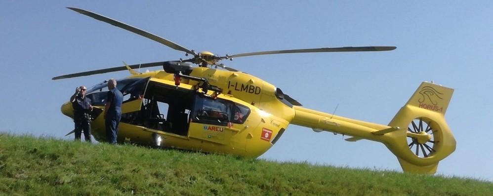 Ciclista cade in Val Brembilla Corsa in ospedale, trauma cranico