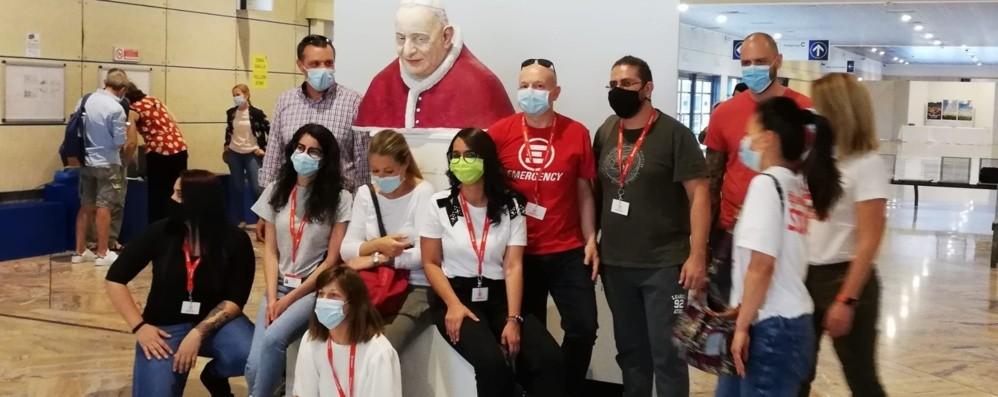Il saluto dei medici di Emergency  «Sempre vicini a Bergamo»