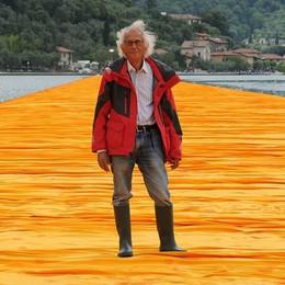 È morto a New York l'artista Christo Nel 2016 The Floating Piers sul lago d'Iseo