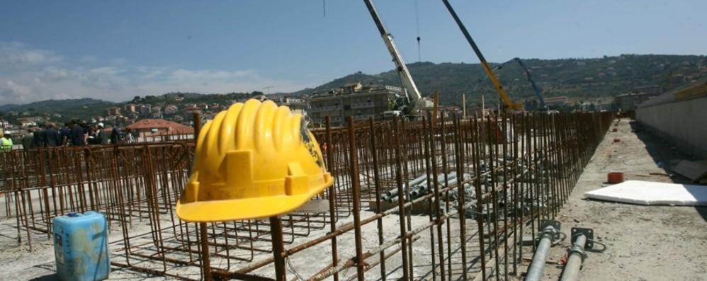 Bergamo, ripartito il 30% dei cantieri Sindacati: Cig per quasi 17 mila lavoratori