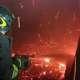 Incendio in un fienile a Mozzo - Foto Spento prima che intaccasse le case vicine