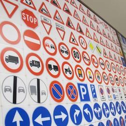 Patenti in stallo, l'allarme delle autoscuole «Diecimila persone in attesa dell'esame»