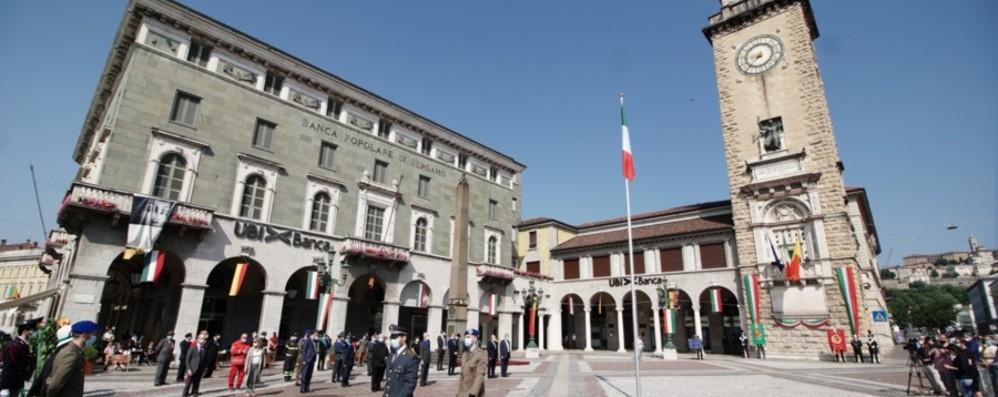 Bergamo, Festa della Repubblica La cerimonia in piazza Vittorio Veneto- Video