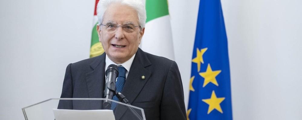 «Il 2 giugno sia emblema della ripartenza» Mattarella: dividersi ora è inaccettabile