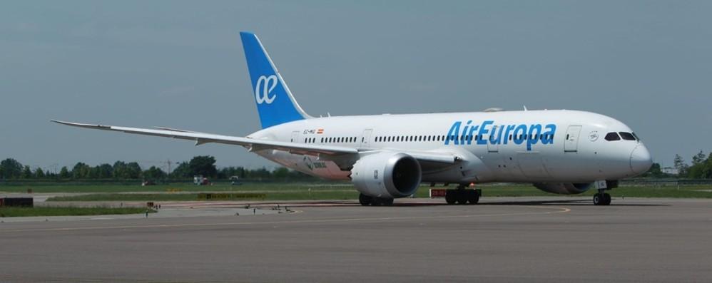 Volo da Miami con 163 europei rimpatriati   Per la prima volta a Orio  Boeing 787 800