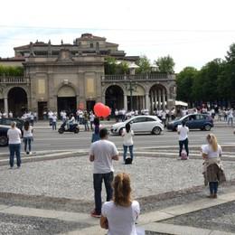Infermieri in piazza a Bergamo «Ora non dimenticateci»