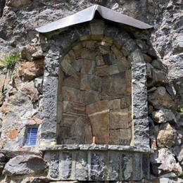 Rubata la statuetta della Madonna sotto il rifugio Benigni, è la seconda volta