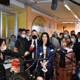 «Scuole aperte dal 1° settembre» Maturità, il ministro a Bergamo - Video