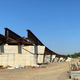Il caso del nuovo ponte sull'Oglio Sbuca su una strada «di campagna»