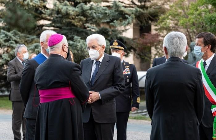 Mattarella e il vescovo Francesco Beschi
