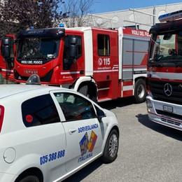 Bagnatica, fiamme in un capannone Intervengono i Vigili del Fuoco