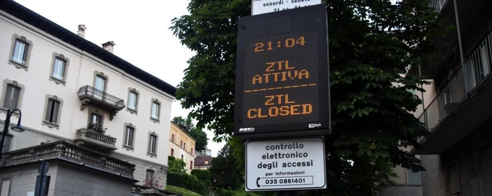 Sant'Agostino, debutta l'estivo Riattivata la ztl: automobilisti sorpresi