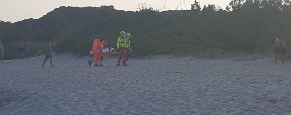 Cade dagli scogli per 7 metri in Sardegna Ragazzina di 12 anni in prognosi riservata