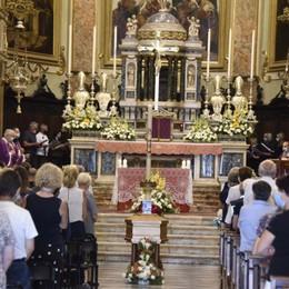Folla ai funerali di Saverio Il fratello: «Eri un po' di tutti noi»